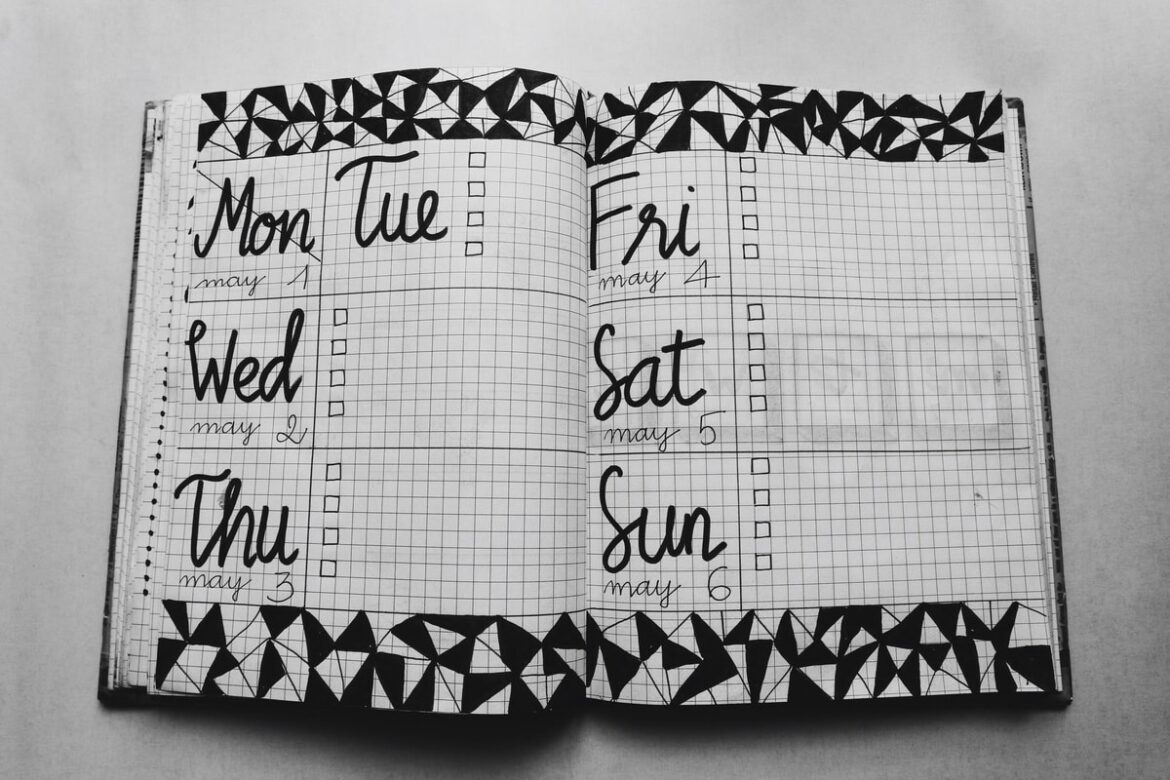 Super Simple Calendar Ideas to help Organize your Life